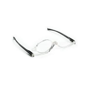Turvalliset, suurentavat lasit ikänäköiselle avuksi meikkaamiseen.