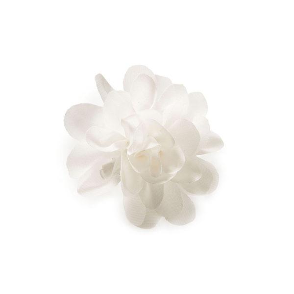 valkoinen rintakukka.