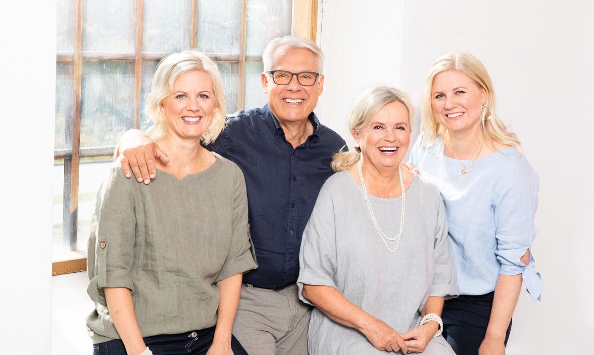 Perhe perheyrityksen takana: Heidi, Lauri, Hannele ja Hanna Laurmaa.