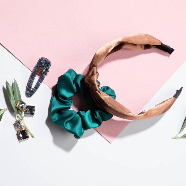 Jonna Leppäsen suosikkituotteet settinä, sisältää hiussoljen, hiusdonitsin, hiuspannan sekä korvakorut.